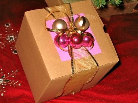 Creative holiday gift wrapping 8