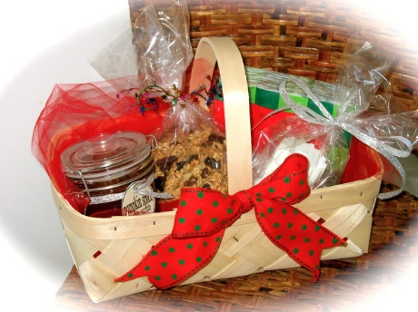 Homemade gift baskets ideas for christmas crazy homemade for Homemade christmas gift baskets for couples